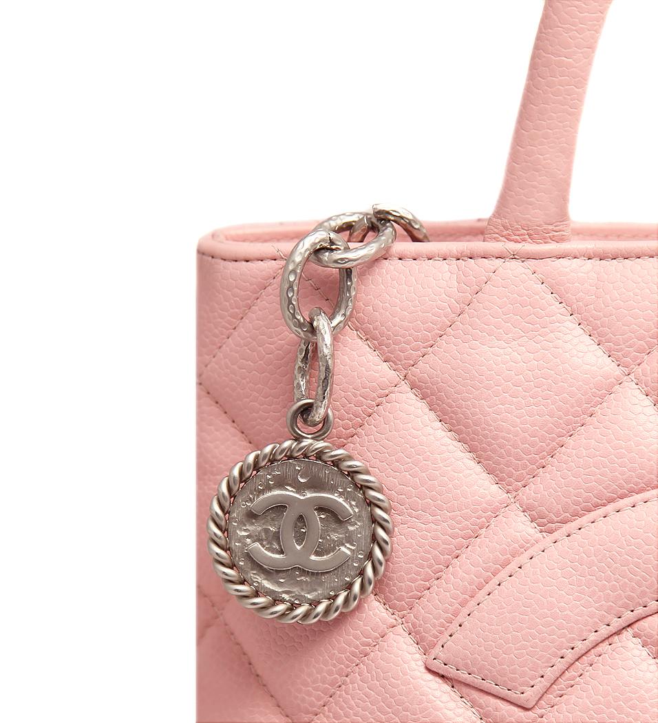 Розовая сумка Chanel в коже Caviar - магазин