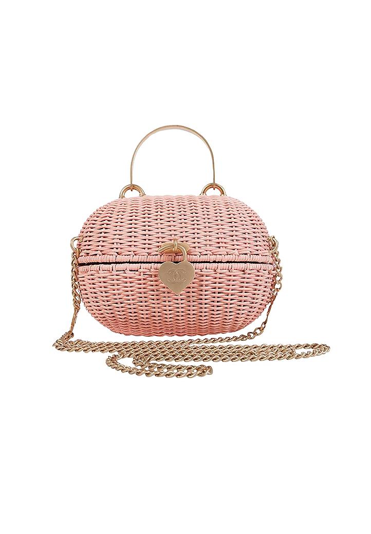3b94b86ea8f2 Сумка Hermès Kelly Doll 990 000 ; Розовая сумка-корзинка Chanel 499 000 