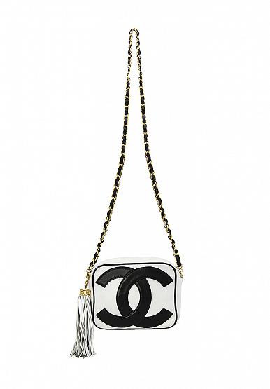из избранного В корзину Черно-белая сумка Chanel с логотипом Франция,  1990-е 139 000  c8bc26bf338